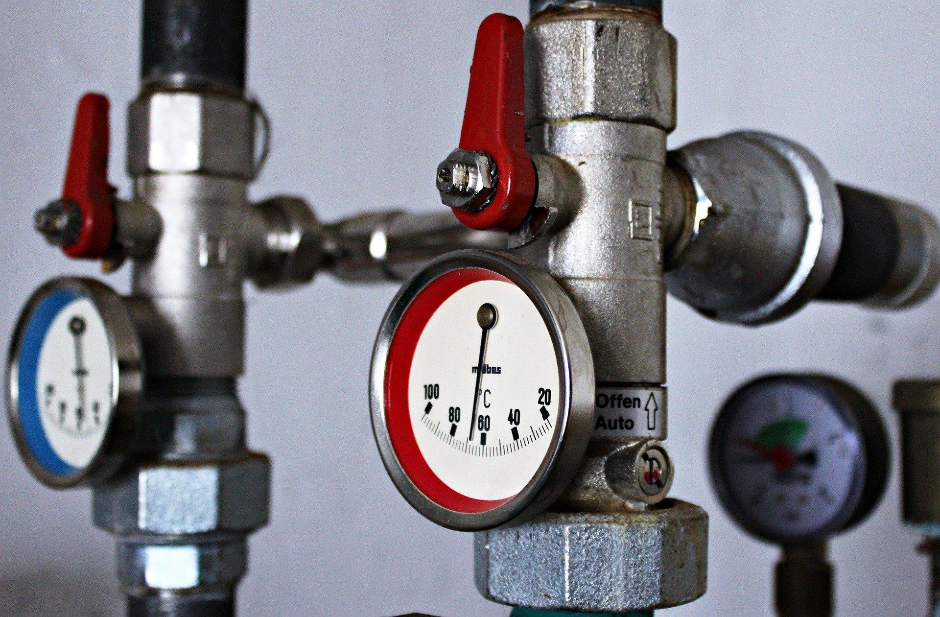 Ölheizekessel und Gasheizkessel